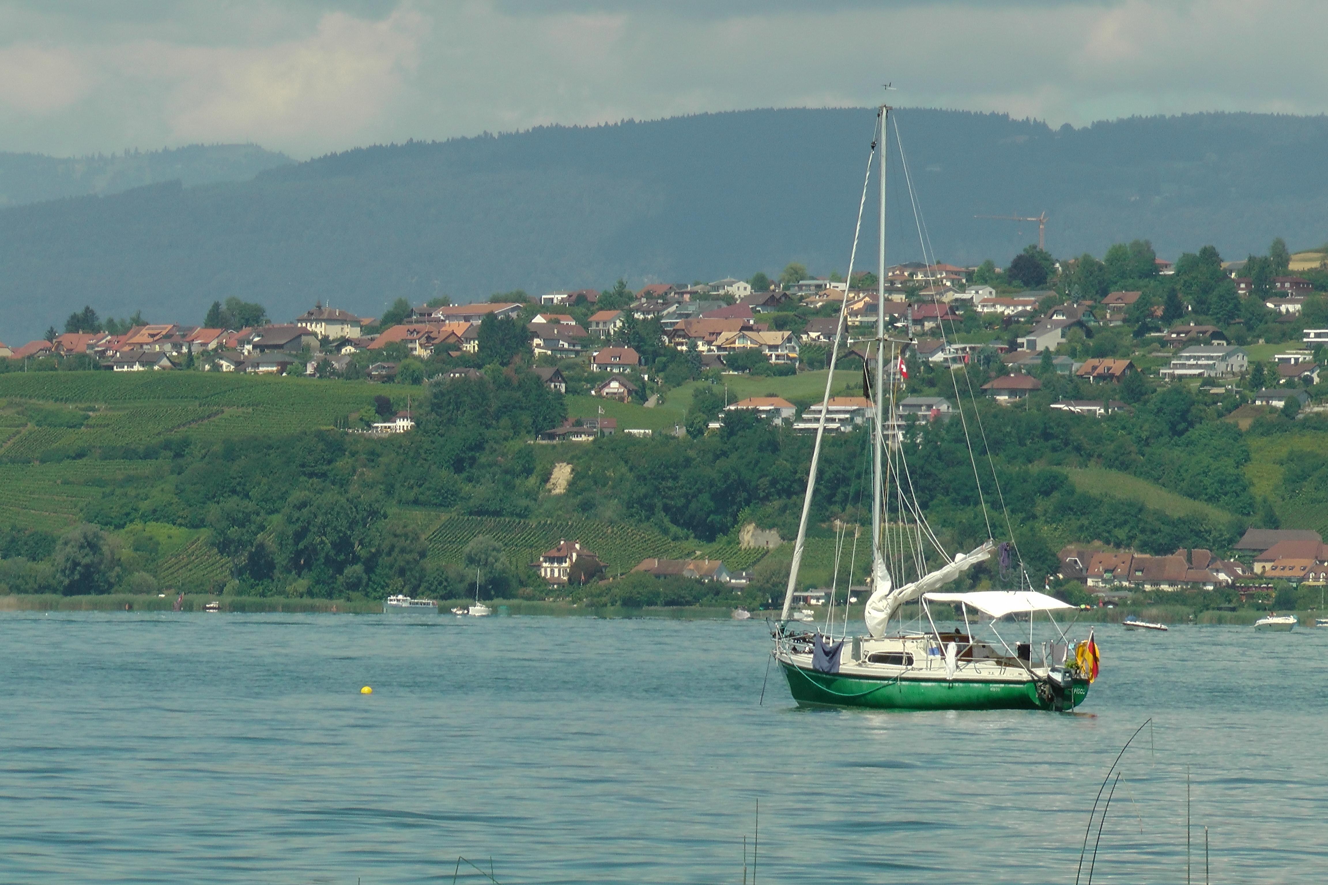 Unser Boot ankert vor Murten